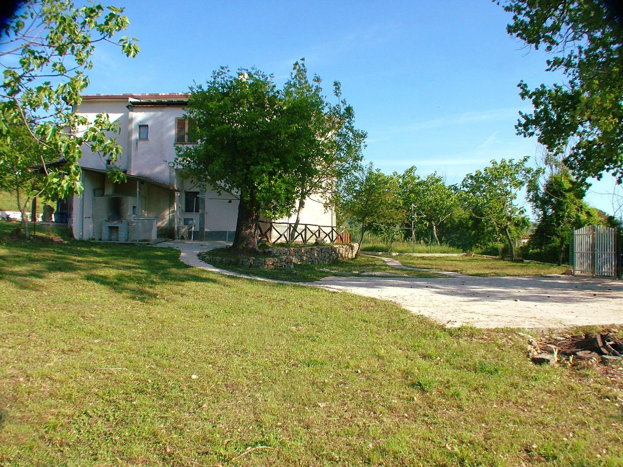 Casa con terreno in vendita a Prata Sannita